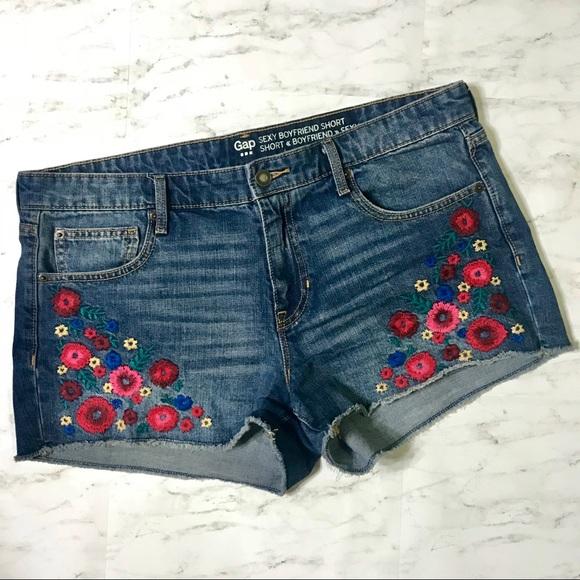 GAP Pants - LIKE NEW🌟 Gap Boyfriend Embroidered Jean Shorts